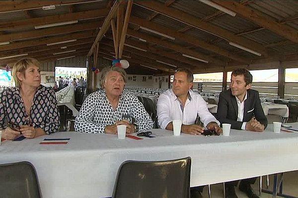 De gauche à droite, France Jamet, Gilbert Collard, Gérard Prato et Julien Sanchez à la Manade Rébuffat.