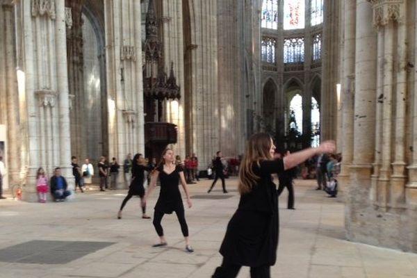 Un parcours de danse amateurs à l'Abbatiale Saint-Ouen à Rouen