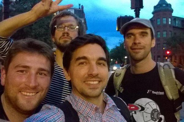 Thibaut, Nicolas, Erwann et Laurent dans les rues de Boston