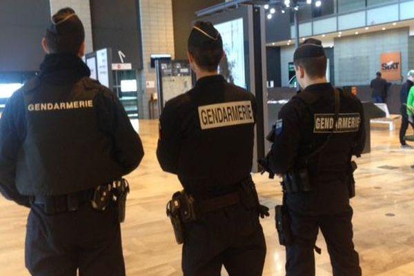 La sécurité est renforcée à l'aéroport de Nîmes-Garons après les attentats de Bruxelles - 23 mars 2016