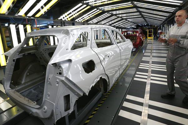 Une chaîne de l'usine PSA à Sochaux