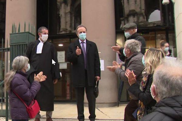 Le maire de Vallabrègues satisfait devant le Tribunal correctionnel de Nîmes.
