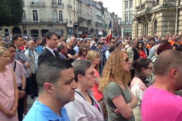 Face à la préfecture de Région, à Lille ce lundi 18 juillet.