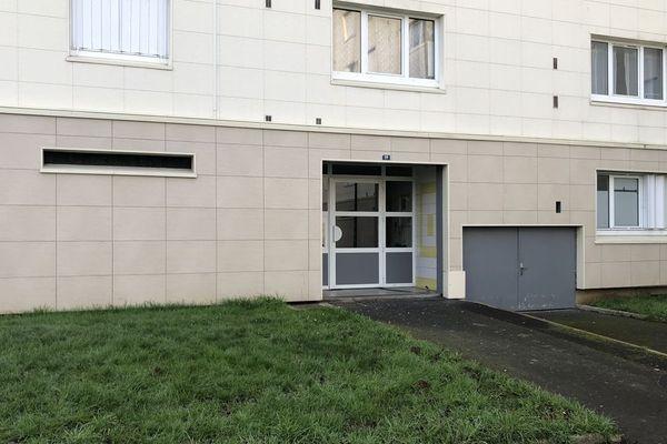 C'est devant cet immeuble qu'un jeune de 19 ans a été mortellement blessé par balle ce vendredi 24 janvier dans le quartier de la Pierre Heuzé