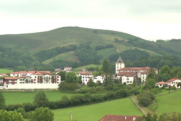 Le village de Sare. Sarako herria