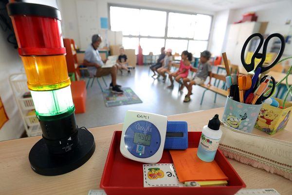 La mairie de Toulouse assure que des capteurs de CO2 seront installés dans toutes les écoles de la ville.