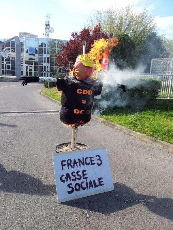 Une action symbolique devant les locaux de France 3 à Montpellier