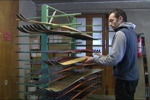 Vandel ne fabrique que 500 paires de ski par an, avec une gamme qui comprend désormais un modèle de skis en bois.