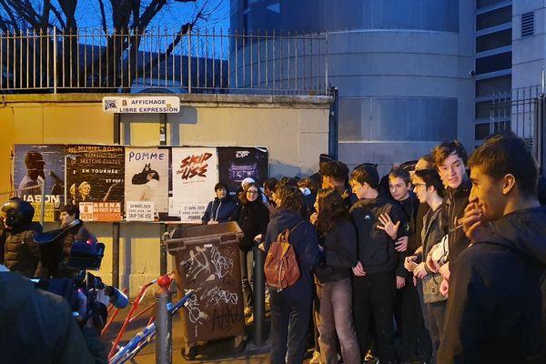 Les épreuves anticipées du baccalauréat ont été annulées au lycée Thiers, ce lundi 10 février, suite à la mobilisation des lycéens, des parents d'élèves et des enseignants.