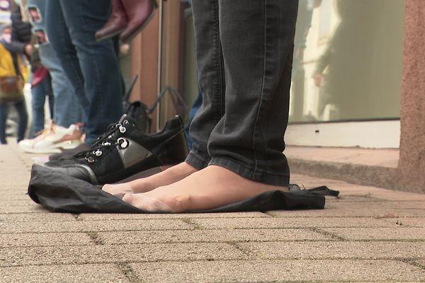 Samedi 10 avril, des habitantes de Bourgoin-Jallieu ont manifesté pour la réouverture d'un magasin de chaussures où elles ont leurs habitudes. Pour elles, il s'agit d'un commerce essentiel.