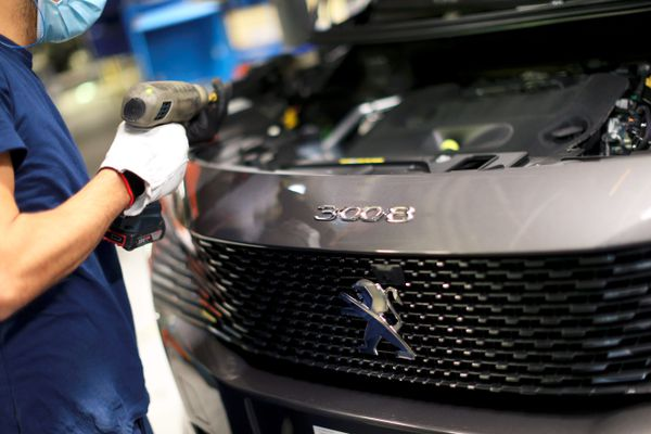 La crise mondiale des semi-conducteurs perturbe depuis des semaines l'approvisionnement des constructeurs automobiles.