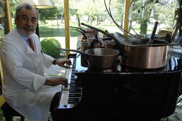 Marc Meneau, le chef autodidacte du restaurant L'Espérance à Saint-Père, dans l'Yonne