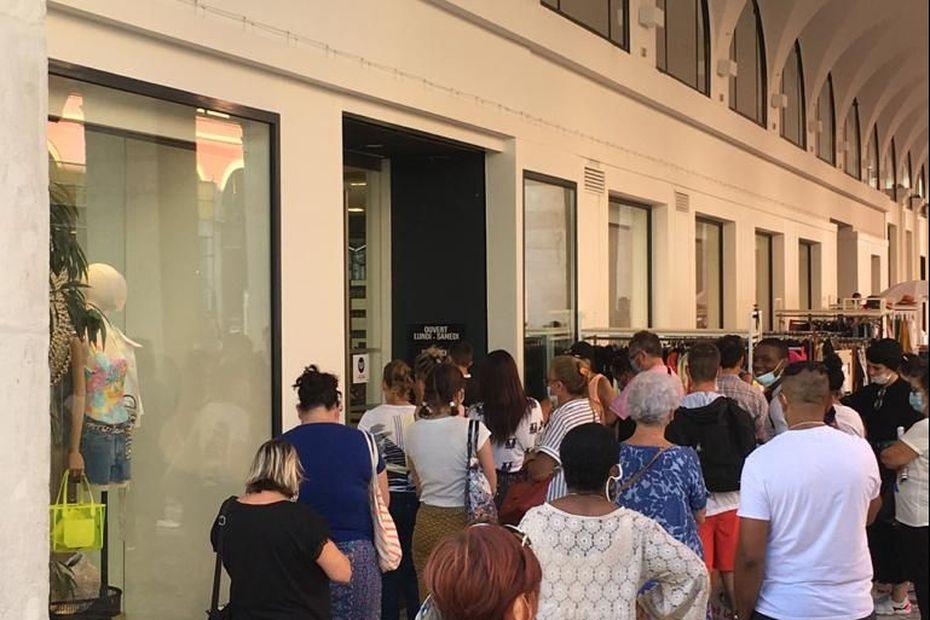 Soldes d'été : port du masque (ou pas) dans les centres commerciaux de la Côte d'Azur
