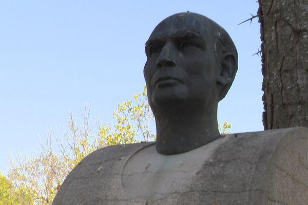 François Mitterrand, l'enfant du pays devenu chef de l'Etat, a laissé une empreinte bien visible à Jarnac (Charente).