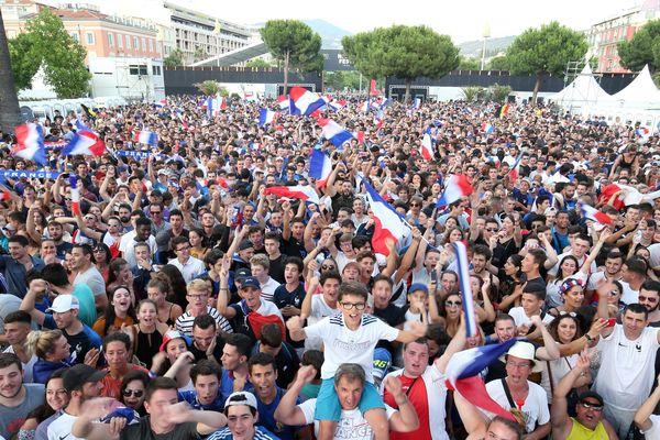 La place Masséna lors de la demi-finale France/Belgique de la Coupe du Monde 2018.