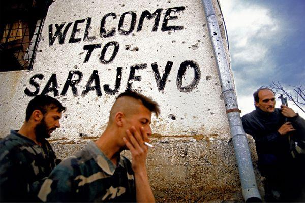 Graffitis sur un mur en dehors de Sarajevo, Bosnie, 1994