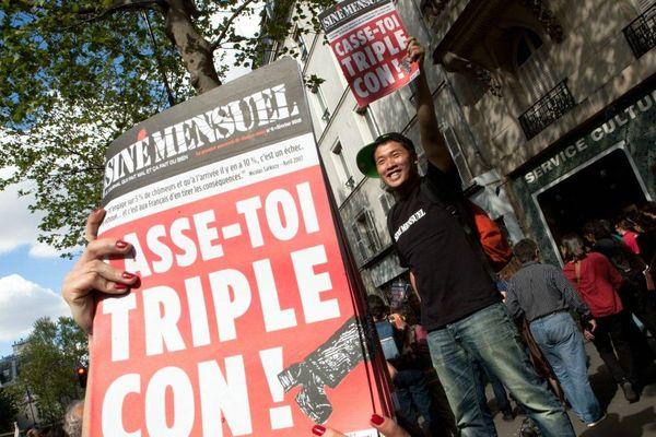 Photo d'illustration. Distribution du journal Siné Mensuel lors du défilé du 1er mai 2012.