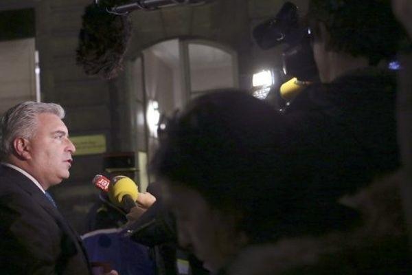 Le ministre des Transports, Frédéric Cuvillier lors de la grève à la SNCM le 8 janvier 2014