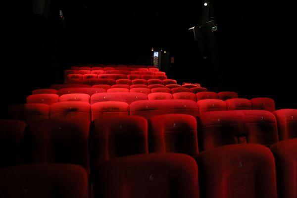 Le 11/12/2020 ; les salles de cinéma toujours fermées, alors que les lieux de spectacle devaient rouvrir le 15 décembre 2020