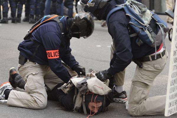 Interpellation à Nantes lors de la manifestation interdite du 9 juin 2016 contre la Loi travail