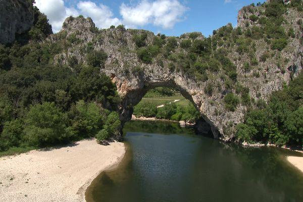 Vallon Pont d'Arc : le retour des canoës sur la rivière Ardèche
