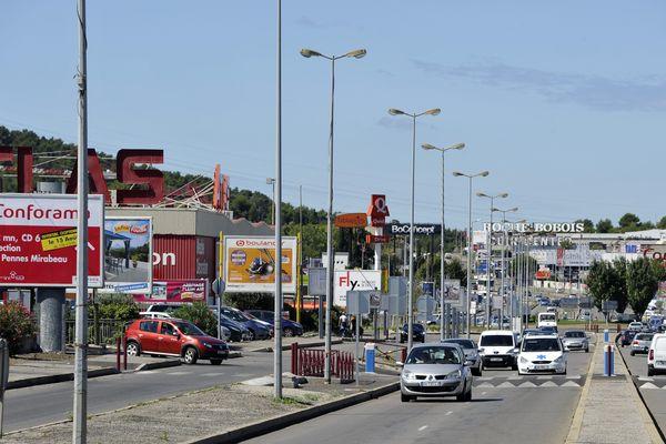 Avec 500 enseignes, la zone commerciale de Plan-de-Campagne près de Marseille est l'une des plus grandes de France.