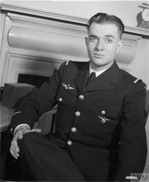 """Pierre Clostermann en 1943, lorsqu'il était affecté au 341 Squadron (Groupe """"Alsace"""")."""