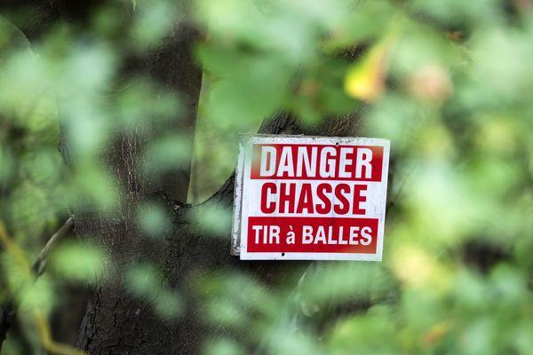 Un homme retrouvé mort, une balle dans la tête, dans les bois à Fleurie (Rhône)