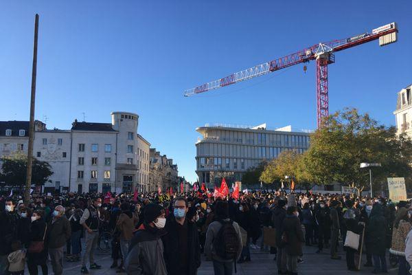 La manifestation a rassemblé plus d'un millier de personnes.