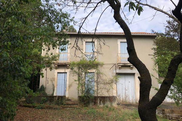 D'après les recherches au cadastre, la maison ancienne d'une des parcelles de Fontcarrade daterait au moins de 1894.