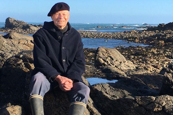Toute la végétation terrestre est issue d'algues microscopiques.  Yves Bramoullé, lui, est né dans le goémon. Il est l'auteur de deux ouvrages sur la communauté goémonière.