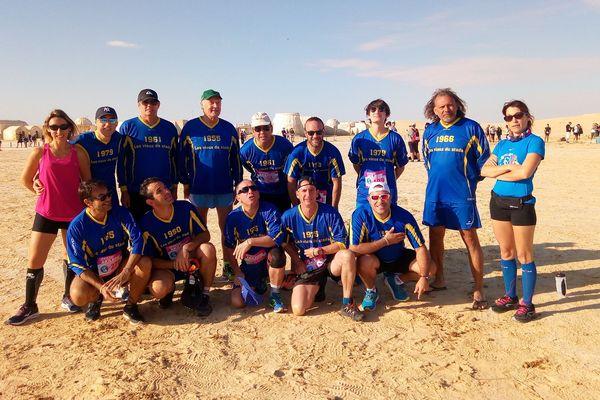 """L'équipe vétéran """"les vieux du stade"""" a fière allure. Une belle aventure dans le désert tunisien."""