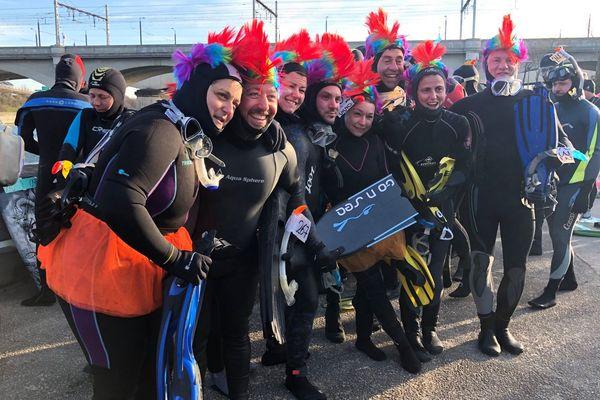 Le froid de janvier n'entame pas la bonne humeur de ces plongeurs