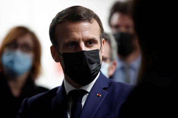 Le Président Emmanuel Macron en visite dans un centre de vaccination contre le Covid-19, à Bobigny (Seine-Saint-Denis), le 1er mars 2021.
