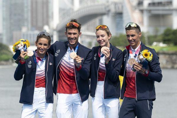 Première médaille pour le triathlon français : le relais mixte accroche le bronze lors des Jeux Olympiques de Tokyo.