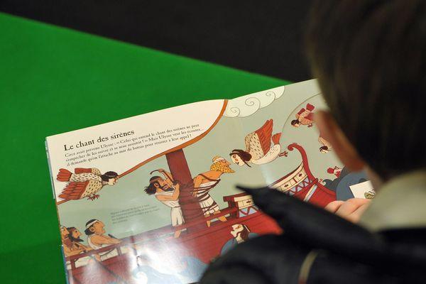 """A Montluçon dans l'Allier, la médiathèque participe à la grande fête du livre jeunesse """"partir en livre"""" et organise de nombreuses animations."""