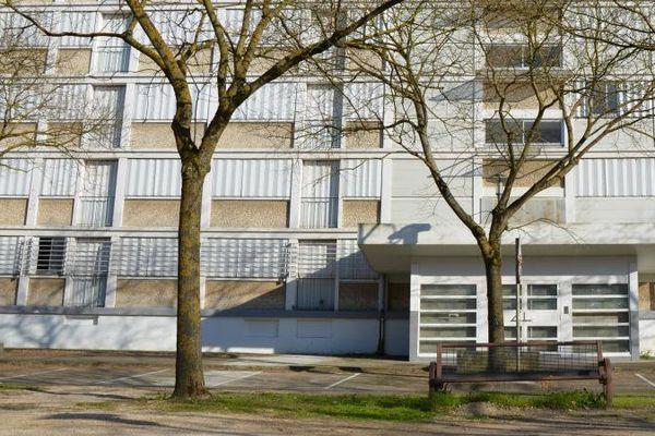 Un immeuble condamné du quartier du Stade, à Chalon-sur-Saône (Saône-et-Loire), le 27 mars 2017.