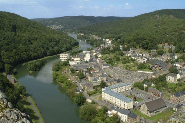 Un méandre de la Meuse à Bogny-sur-Meuse dans les Ardennes