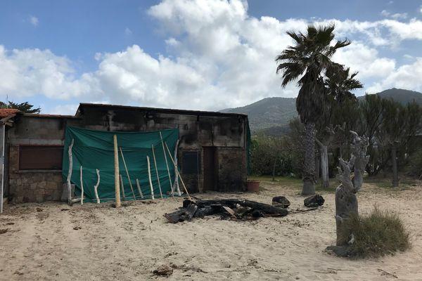 Une paillote de Cargèse a été partiellement détruite par un incendie dans la nuit du vendredi 9 au samedi 10 avril.