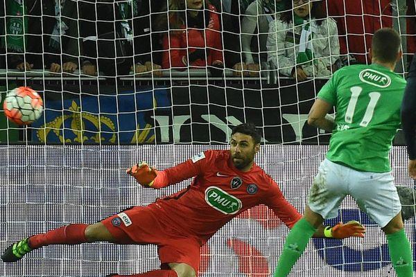 But de Valentin Eysseric sur penalty lors du match de Coupe de France (quart de finale) ASSE - PSG au stade Geoffroy-Guichard, à Saint-Etienne - 2/3/16