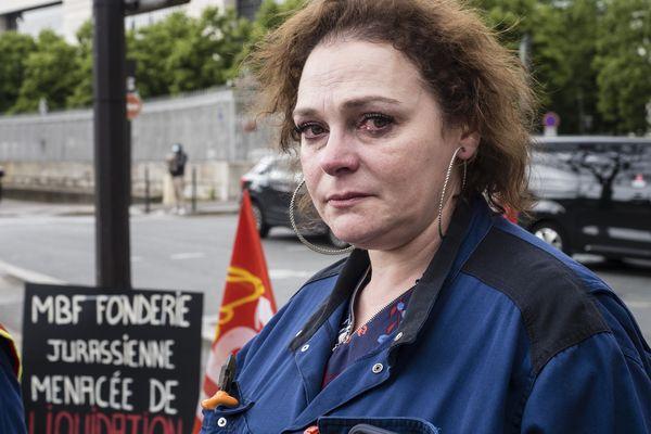 Mardi 18 mai 2021, Isabel Alves Da Costa l'une des quatre représentants syndicaux de la fonderie automobile MBF aluminium menacée de fermeture a Saint-Claude (Jura) qui entament une grève de la faim devant le ministère de l'économie a Paris pour obtenir de l'état des actions en mesure de sauver le site de 270 salariés.