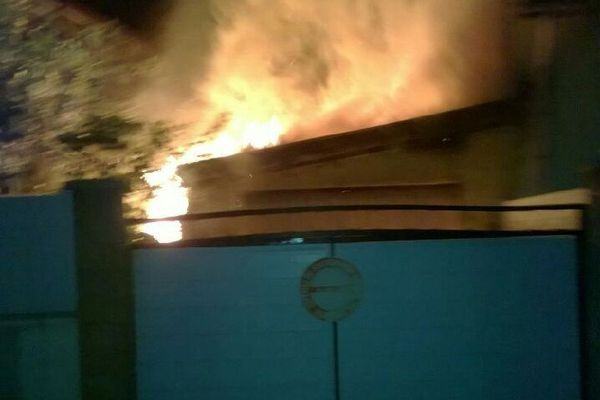 Le feu a pris vers 4 heures du matin dans le garage avant de se propager à la maison