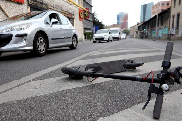 Image d'une trottinette dans une rue de Marseille