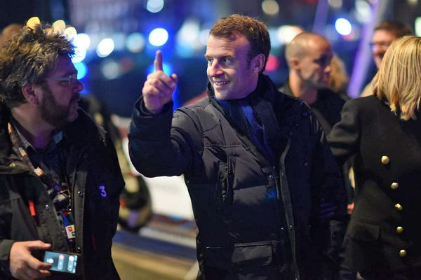Danilo Commodi, journaliste de France 3 Le Havre-Baie de Seine et Emmanuel Macron, président de la République