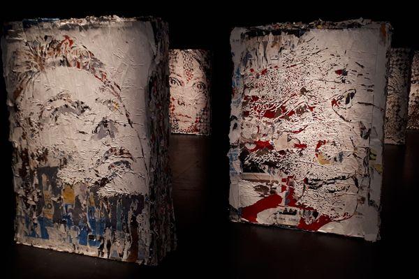 Le street-artist portugais Vhils sculpte des portraits anonymes à partir d'un assemblage d'affiches publicitaires. Exposition à voir au Cent-Quatre jusqu'au 29 juillet 2018.