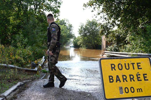 Dans le Var, certaines routes sont barrées, conséquence des pluies diluviennes.