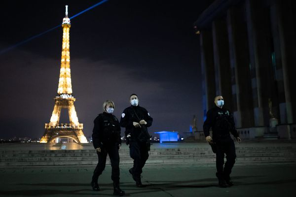 Patrouille de policiers dans le cadre du couvre-feu à Paris, en octobre 2020 (illustration).