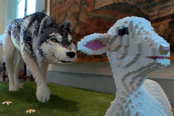 """La célèbre fable """"Le loup et l'agneau"""" est l'un des textes de Jean de la Fontaine choisis par les concepteurs pour l'exposition."""