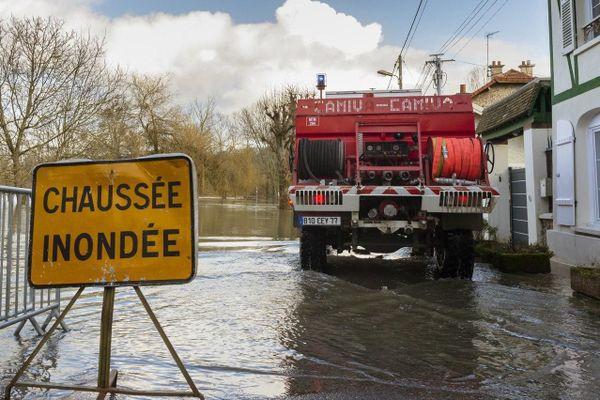 Illustration- L'alerte orange orage, pluie, inondation a débuté ce samedi 18h et devrait durer jusque dimanche après-midi.