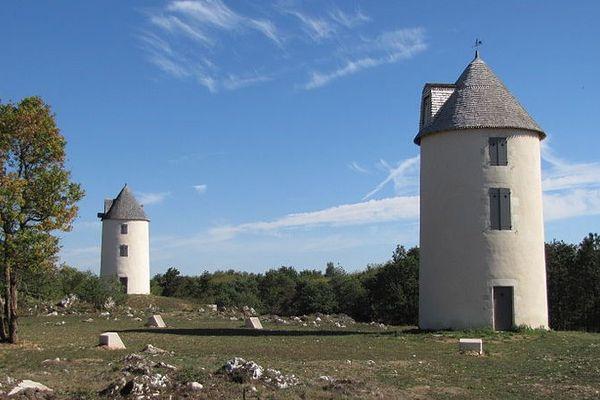 Avant d'être propriété du Département, les moulins de la colline de Mouilleron ont appartenu à la famille de Lattre... qui les avaient acquis sur les conseils de Clémenceau.